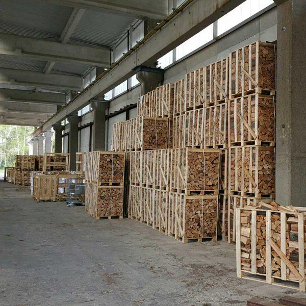 Holzpaletten im Lager